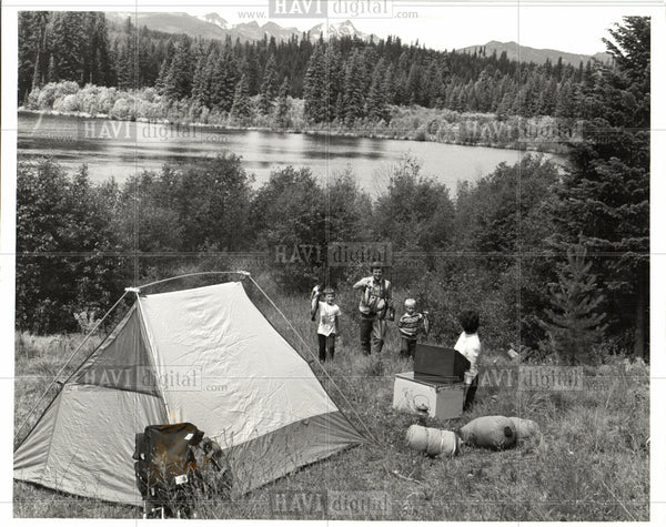 Press Photo Camping outdoor urban civilization - Historic Images