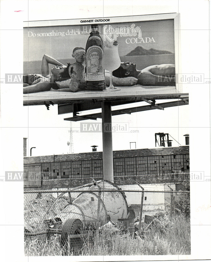 1985 Press Photo Bill Board East Grand Bud - Historic Images
