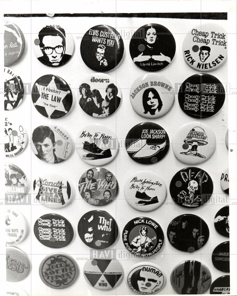 1980 Press Photo rock star pins hold me close - Historic Images