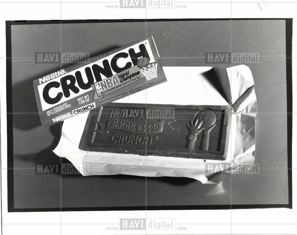 1997 Press Photo nestle crunch commemorative bars candy - Historic Images