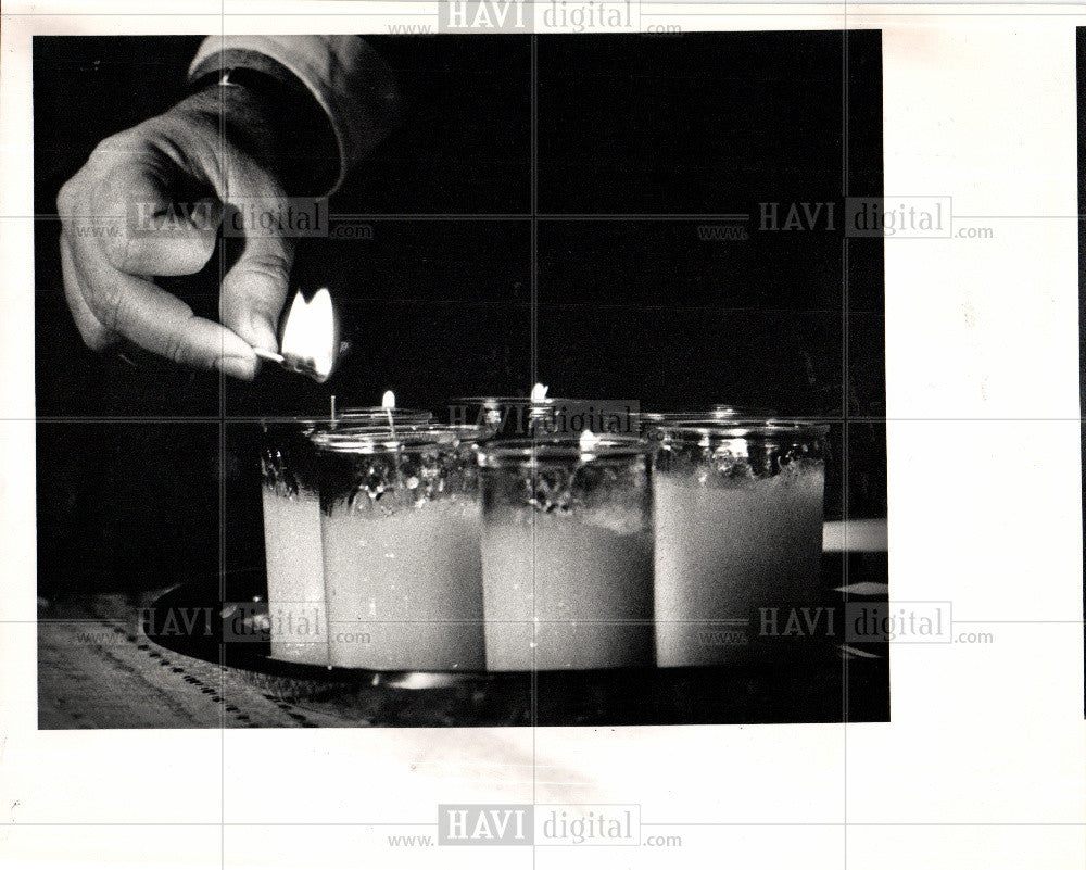 1988 Press Photo crash,glass,awakens,chilly,night - Historic Images