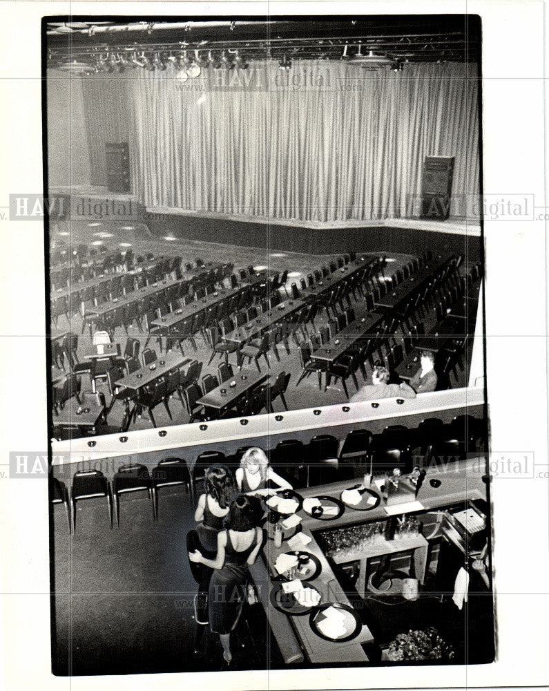 1979 Press Photo CENTER STAGE - Historic Images