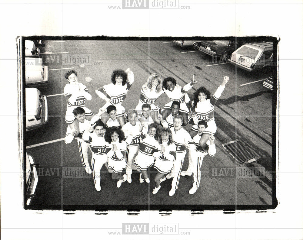 1988 Press Photo Michigan State Cheerleaders Rose Bowl - Historic Images