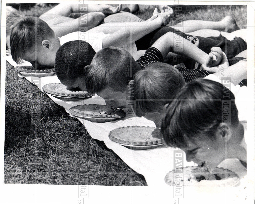 1970 Press Photo Blueberry Festival - Historic Images