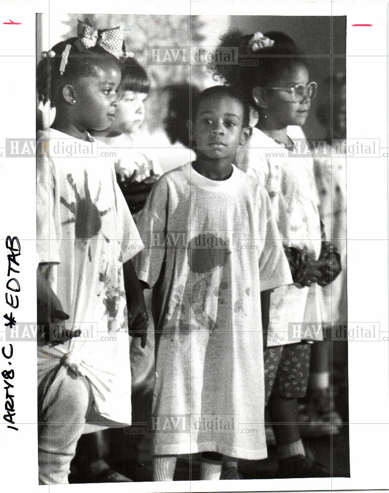 1992 Press Photo CHILDREN FIRST - Historic Images