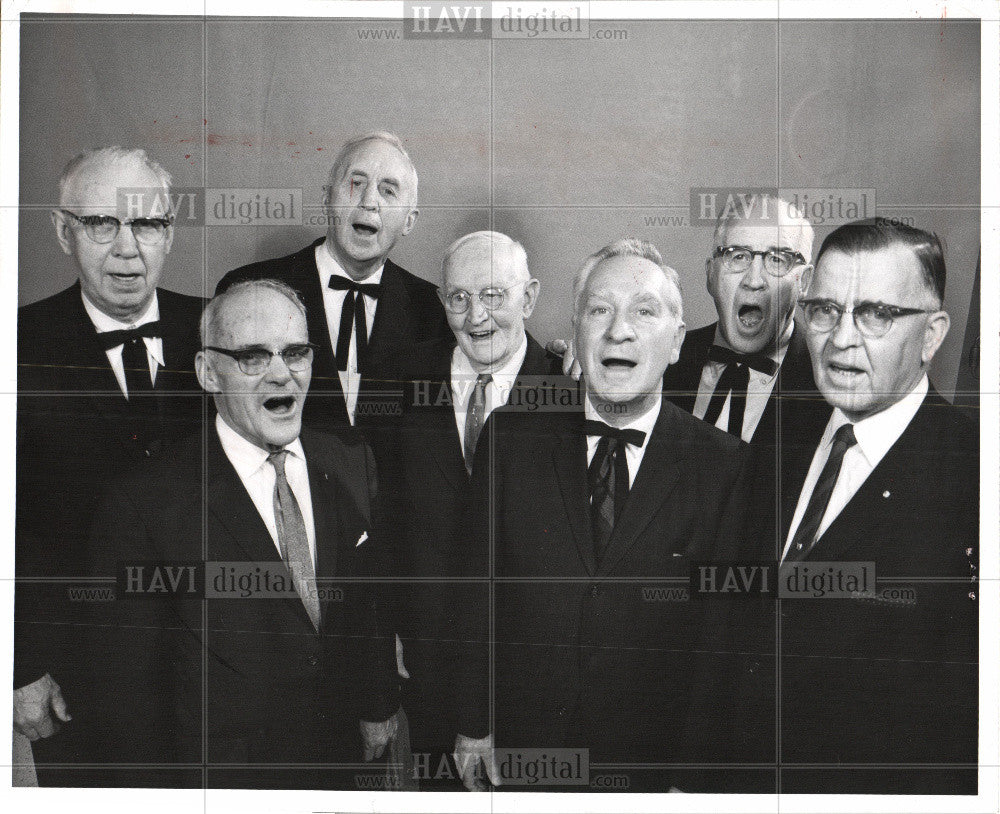 1966 Press Photo Christmas Elderly carolers 1966 - Historic Images