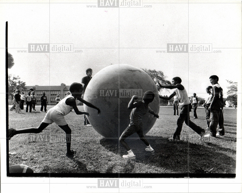 1980 Press Photo CHILDREN-PLAYING - Historic Images