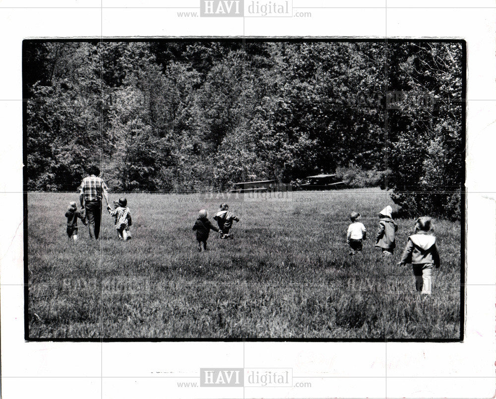 1988 Press Photo children playing - Historic Images