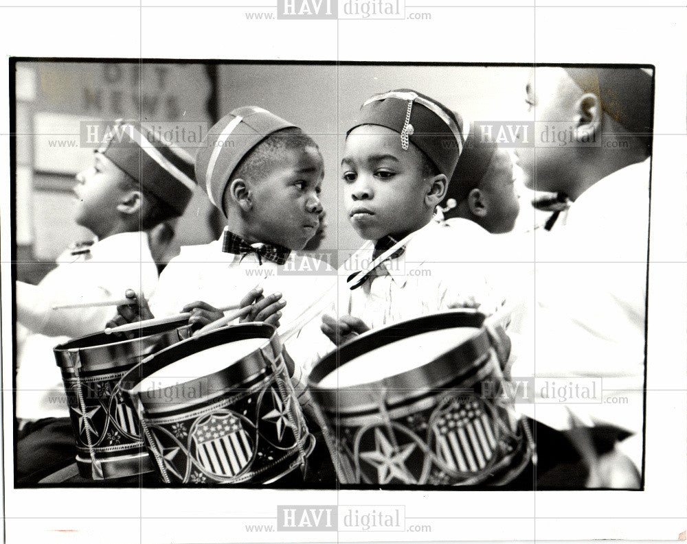1992 Press Photo Biddle School Tree Memorial Drummer - Historic Images