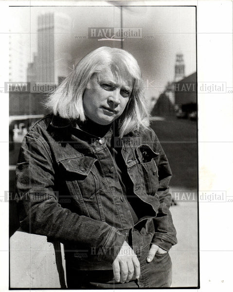 1977 Press Photo JOHN GARDNER - Historic Images