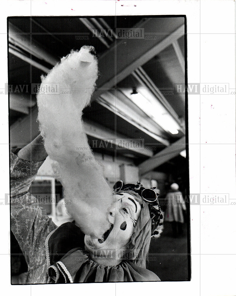 1977 Press Photo Cotton candy  spun sugar - Historic Images