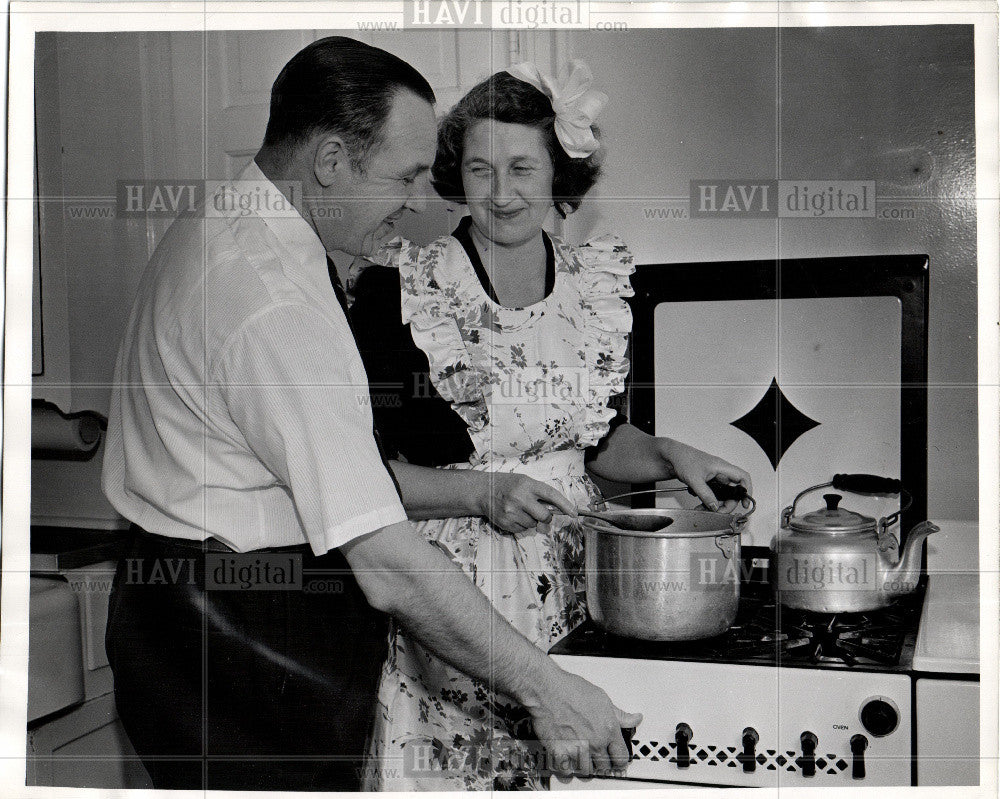 1946 Press Photo Yan wagner - Historic Images