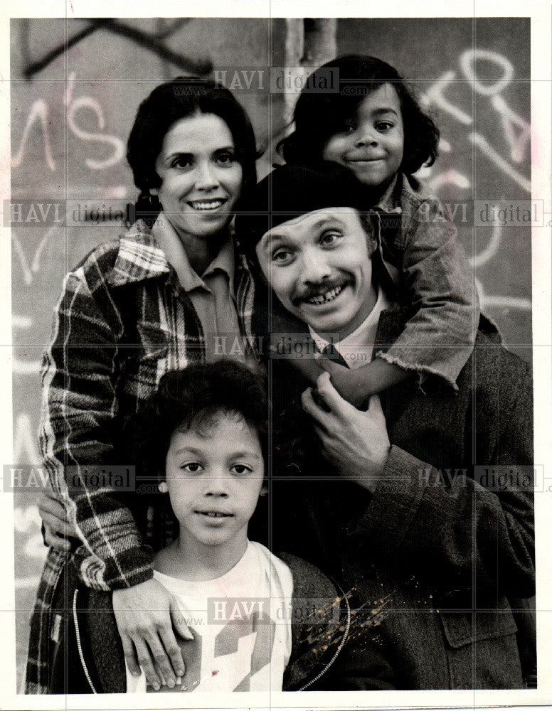 1976 Press Photo Cop shows Sitcoms rule the roost in TV - Historic Images