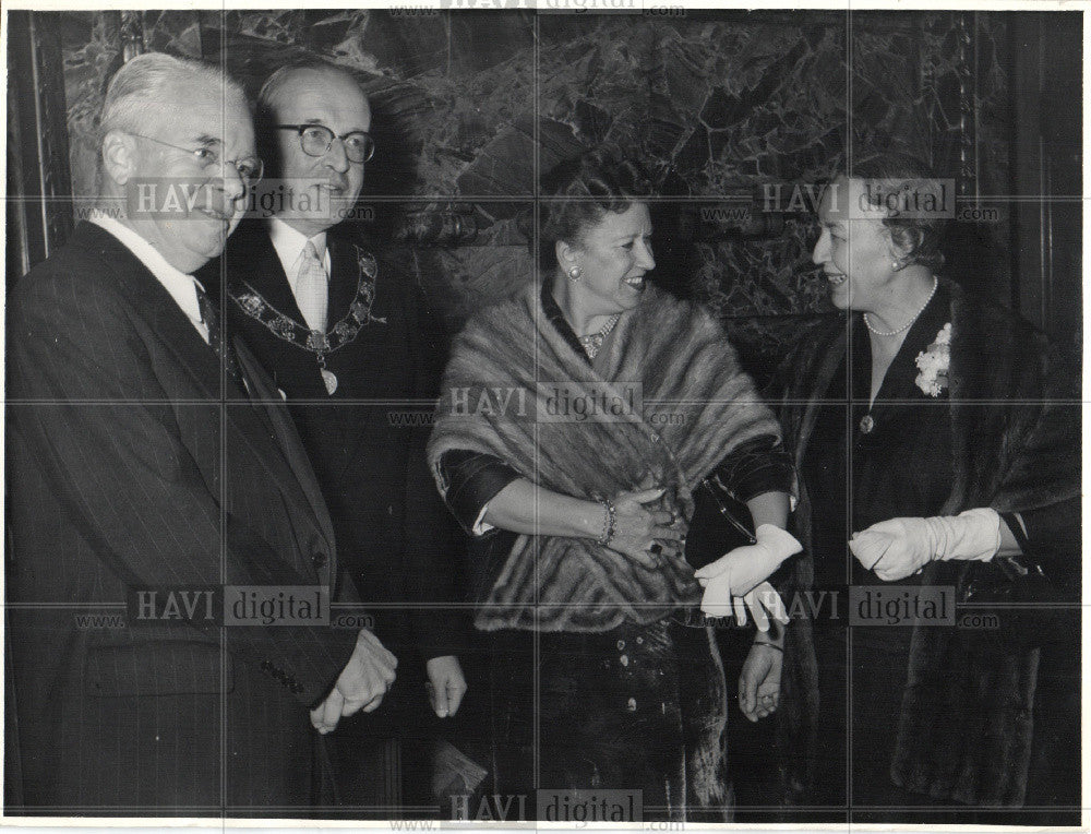 1956 Press Photo H. Freeman Matthews, Ruth E. Stevens - Historic Images