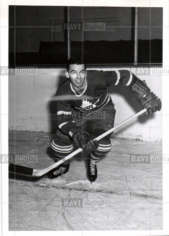 1956 Press Photo Toronto Maple Leafs Player - Historic Images