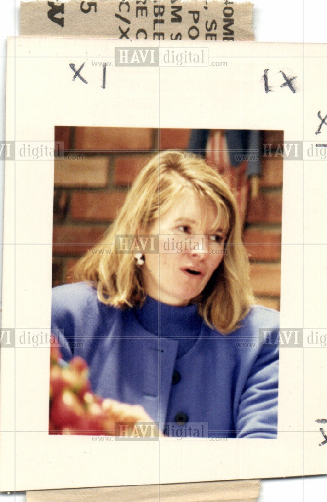 1989 Press Photo Martha Stewart author decorating food - Historic Images