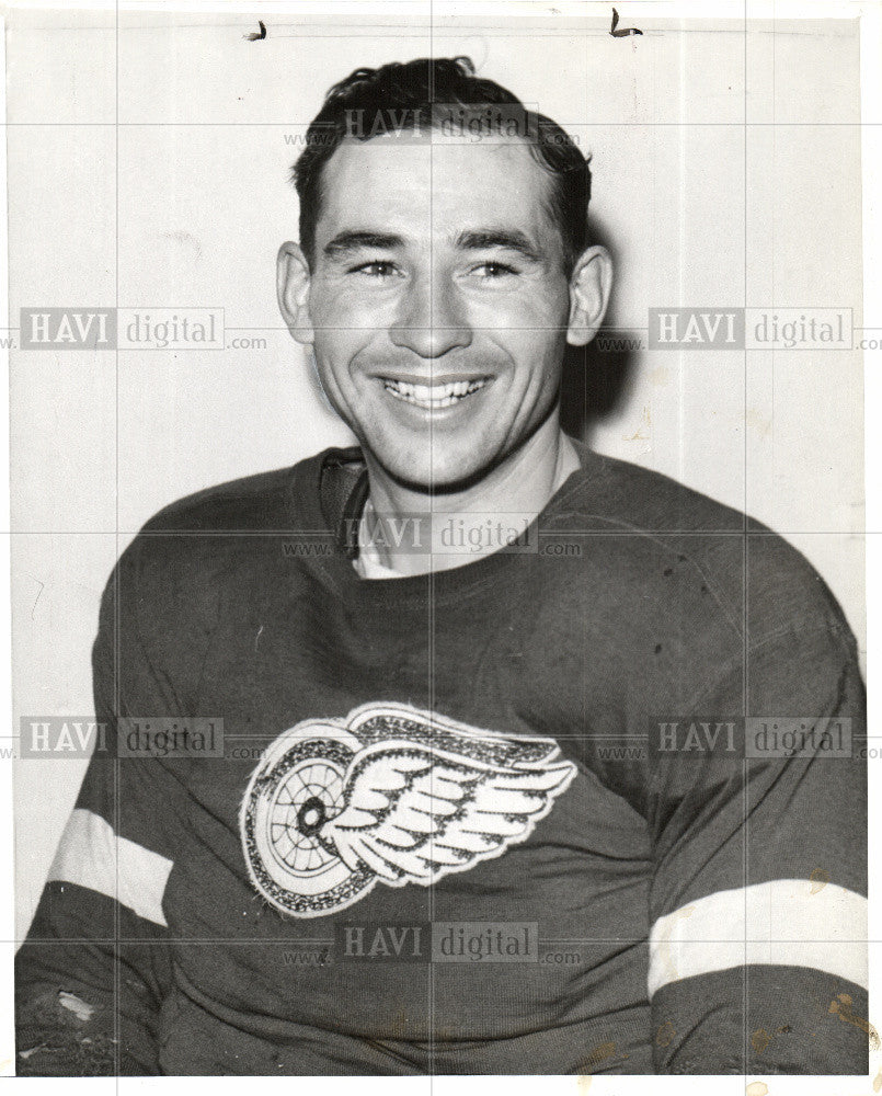 1942 Press Photo Jack Stewart  Professional Ice Hockey - Historic Images