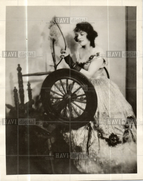 1933 Press Photo Lillian Scarlet - Historic Images
