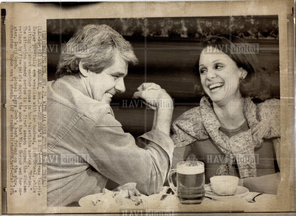1974 Press Photo Actress Valerie Harper Rhoda TV Series - Historic Images