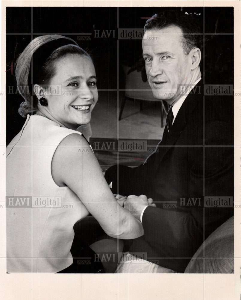 1967 Press Photo Newlyweds Mr.and Mrs.Warren S.Wilkinso - Historic Images