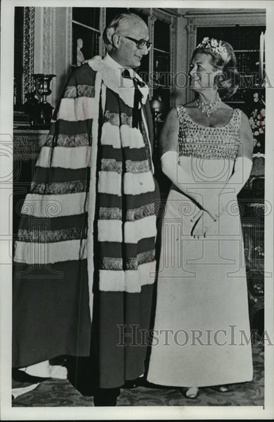 1975 Press Photo A portrait of the duke and duchess of Bedford - mja08174 - Historic Images
