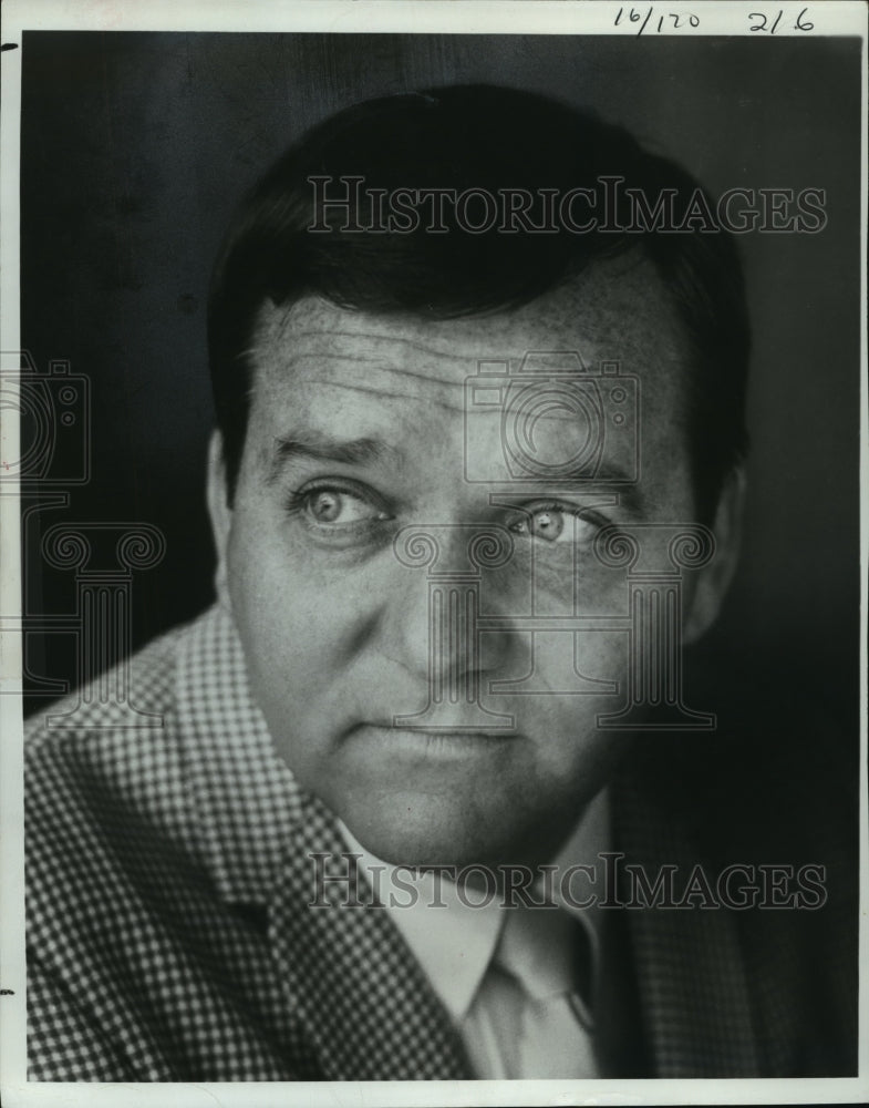 1975 Press Photo Mike Walden - mja19409 - Historic Images