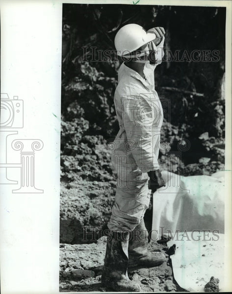 1983 Press Photo Waste Management worker in protective garb and mask - mja25331 - Historic Images
