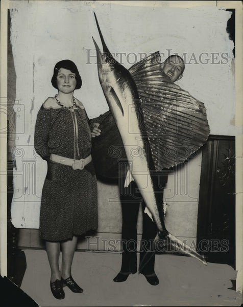 1930 Press Photo Charles Neidhoefer and wife with sailfish she caught - Historic Images
