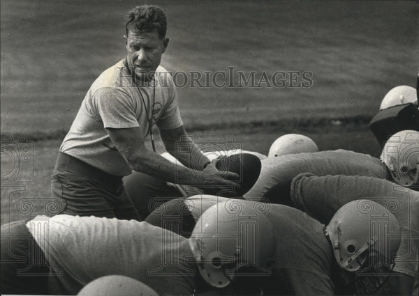 1990 Press Photo Bill Young coaching his football team - mja79449 - Historic Images