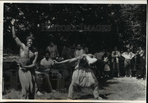 1991 Press Photo Street Dancers & Drummer in New York City's Central Park - Historic Images