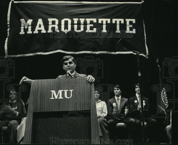 1988 Press Photo Governor Michael S. Dukakis Speaks at Marquette University - Historic Images