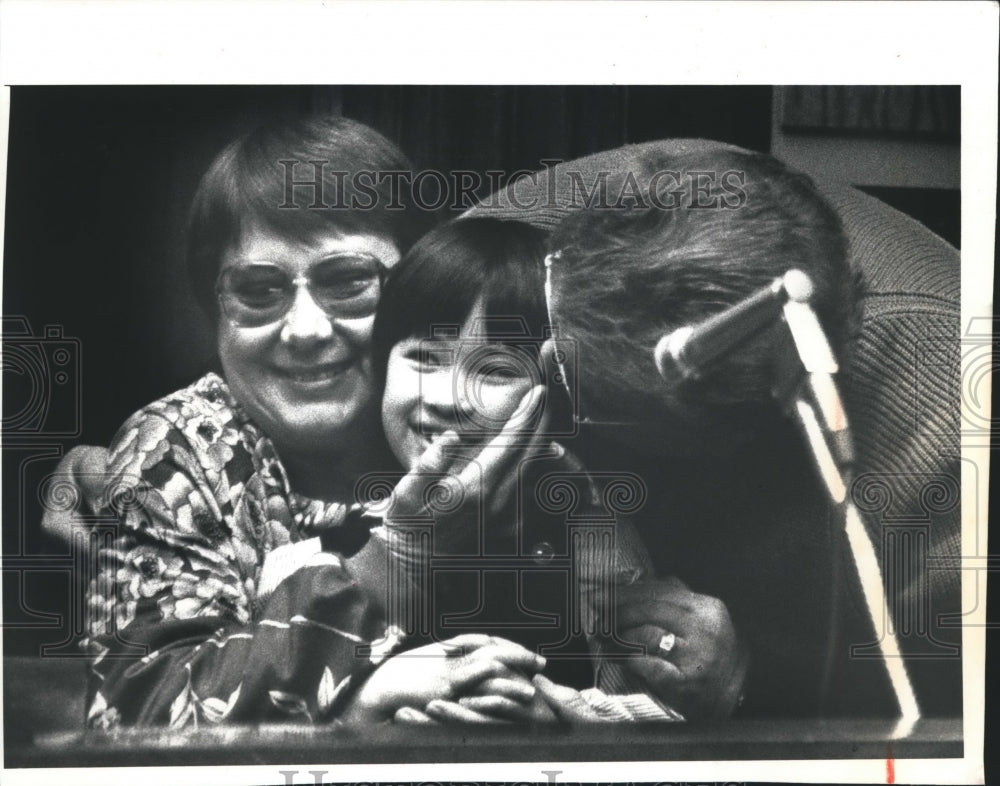 1991 Press Photo Patricia and Wayne Dons with Adopted Daughter Susan, Wisconsin - Historic Images