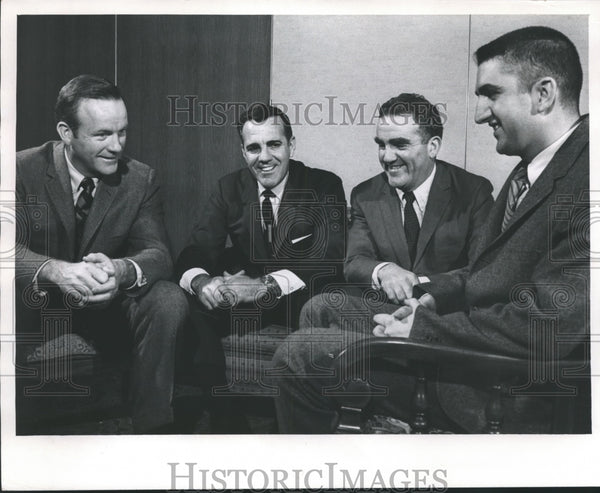 1969 Press Photo Notre Dame Coach with Former Players in Milwaukee, Wisconsin - Historic Images