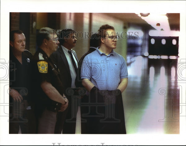 1994 Press Photo Leonard McDowell at Wauwatosa West High School with Police - Historic Images