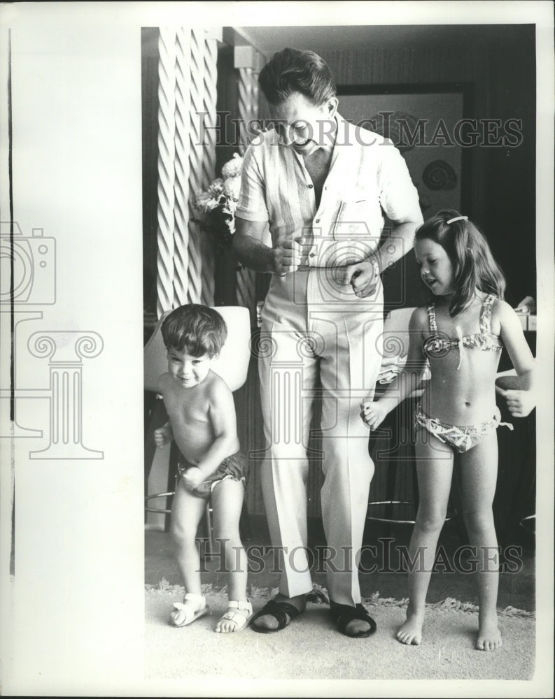 1963 Press Photo Donald O'Connor dancing with his children - mjb24767 - Historic Images