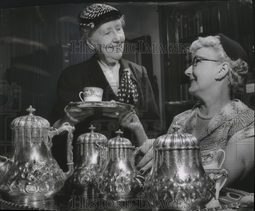 1955 Press Photo Old silver tea service at Milwaukee County Historical Society - Historic Images