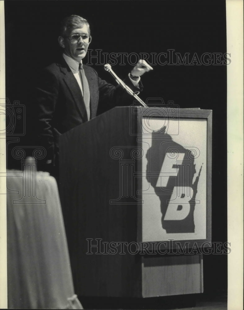 1986 Press Photo Representative Steven Gunderson at Madison farm rally - Historic Images