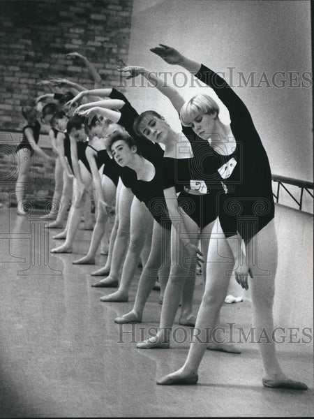 1990 Press Photo Auditions for the Milwaukee Ballet School Summer Dance Program - Historic Images