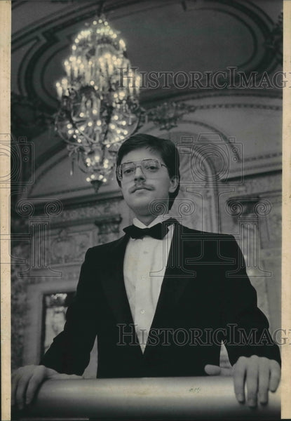 1985 Press Photo Theater manager Ted Kosik at the Riverside Theater - mjb54484 - Historic Images
