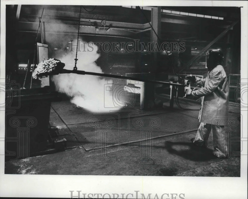 1975 Press Photo Worker processes molten metal at Rexnord, Inc. - mjb59617 - Historic Images