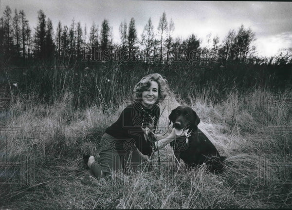 1974 Press Photo Jean Huber and Dog Polly Near Lake Nagawicka, Wisconsin - Historic Images