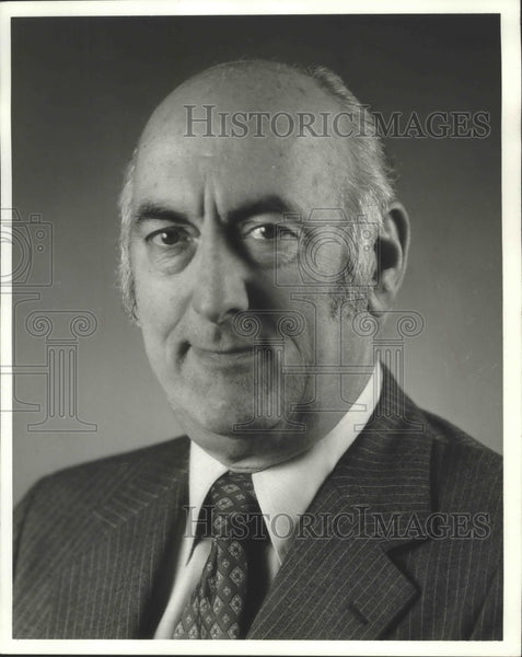 1990 Press Photo Raymond T. Morris president of Metropolitan Cadillac Inc - Historic Images