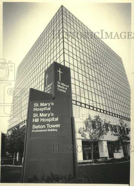 1985 Press Photo View outside of Saint Mary's Medical Center in Milwaukee - Historic Images