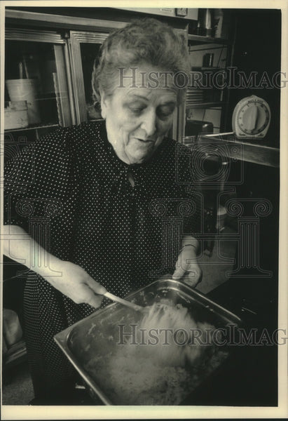 1986 Press Photo Head chef Catherine Cooper at Harry's in Port Washington - Historic Images