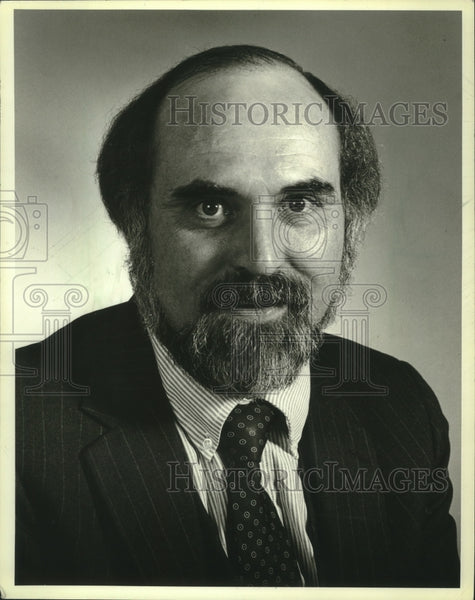 1983 Press Photo Dean Showers, PR director at Milwaukee Children's Hospital - Historic Images