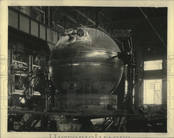 1929 High pressure tank at A.O. Smith undergoing vibration testing. - Historic Images