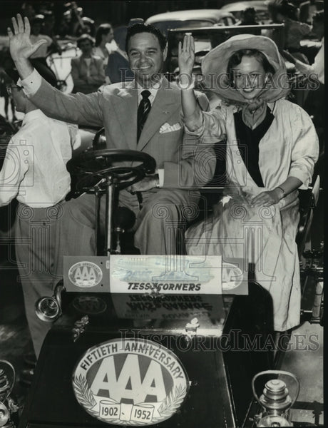 1952 Press Photo Beverly Ann Steffen and James Melton in old car Milwaukee - Historic Images