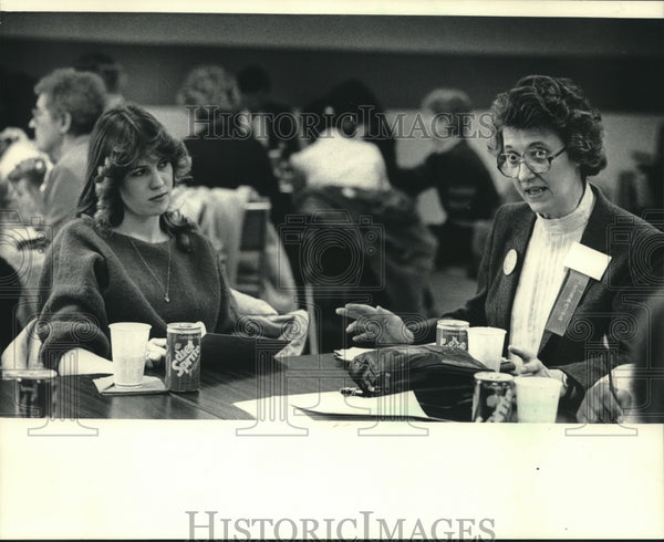 1986 Press Photo Leona Truchan chairs Natural Science & Technology at Alverno - Historic Images