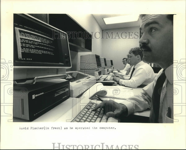 1986 Press Photo David Fischer, tax manager at Touche Ross & Co. in Milwaukee - Historic Images