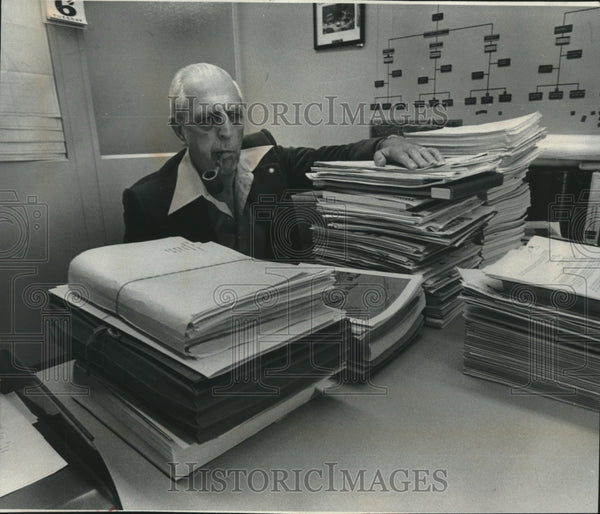 1977 Press Photo Milwaukee's Howard L. Thompson Among Literature on Solid Waste - Historic Images